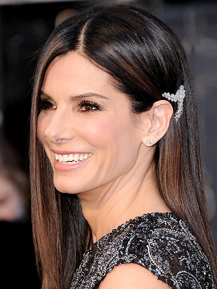 SANDRA&#39;S BROOCH-TURNED-CLIP photo | Sandra Bullock