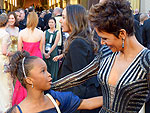 See the Most Amazing Oscar Red Carpet Run-Ins | Halle Berry