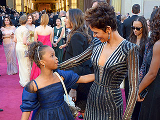 The Most Amazing Oscar Red Carpet Run-Ins | Halle Berry
