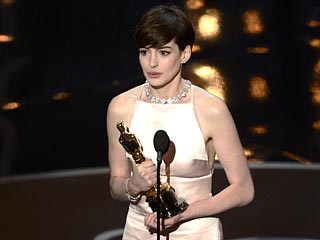 You Thought Anne's Dress Was 'Awkward' – Plus More Twitter Reaction | Anne Hathaway