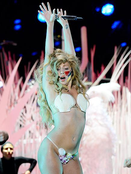 SHE SELLS SEASHELLS photo | Lady Gaga