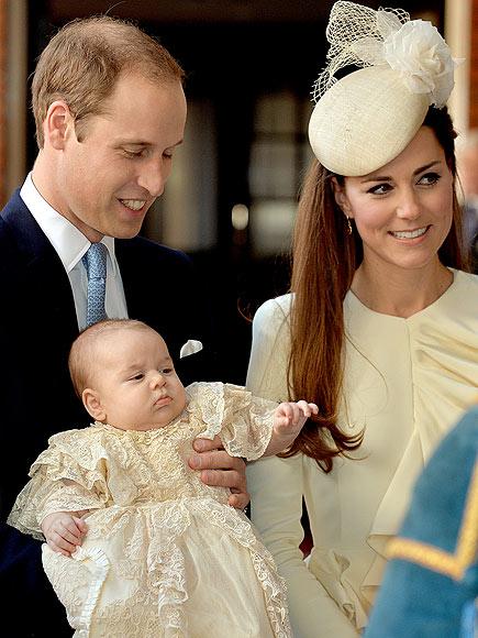 Королевские крестины: принц Джордж, а также его папа, дядя и дедушка в крестильных платьицах