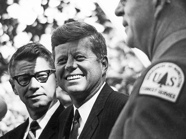 Rare and New Photos: President Kennedy Touring the U.S. in the Autumn of 1963| Kennedy Assassination, Jacqueline Kennedy Onassis, John F. Kennedy, Authors Class
