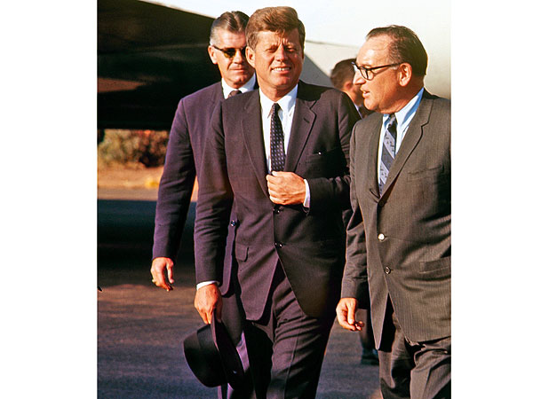 Rare and New Photos: President Kennedy Touring the U.S. in the Autumn of 1963  Kennedy Assassination, Jacqueline Kennedy Onassis, John F. Kennedy, Authors Class
