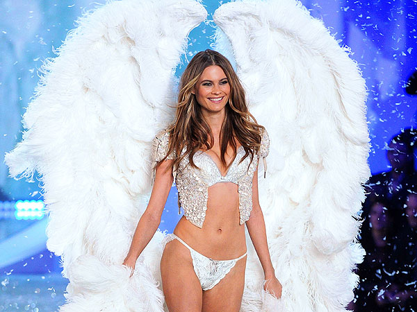 Behati Prinsloo 1 600x450 Victorias Secret Fashion Pre Show 2013: Watch Live Stream