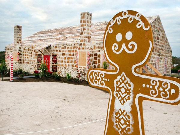 Home Sweet Home: See the World's Largest Gingerbread House| Real People Stories