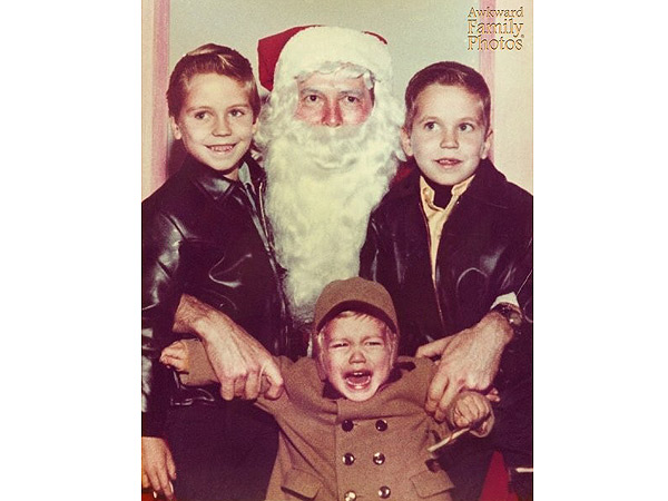 'Tis the Season to Be Awkward: The 12 Most Embarrassing Christmas Portraits Online| Christmas