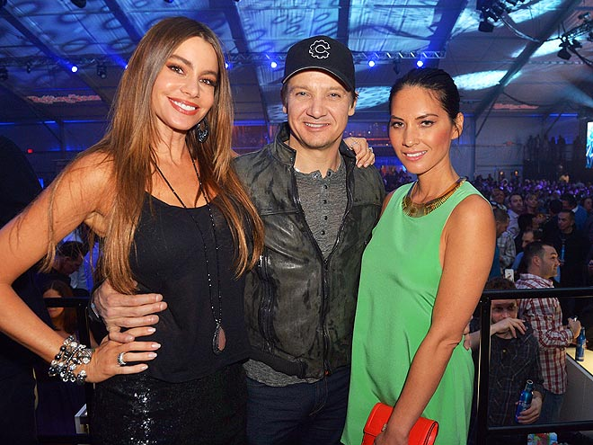 THREE'S COMPANY photo | Jeremy Renner, Olivia Munn, Sofia Vergara