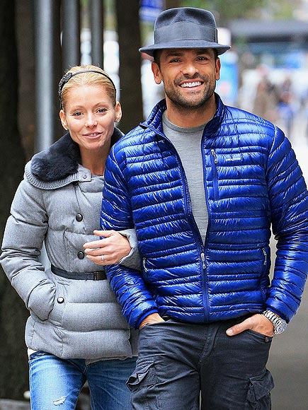 7. GET TOUCHY-FEELY photo | Kelly Ripa, Mark Consuelos