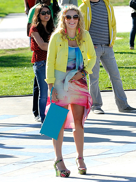 SUNNY OUTLOOK photo | Busy Philipps