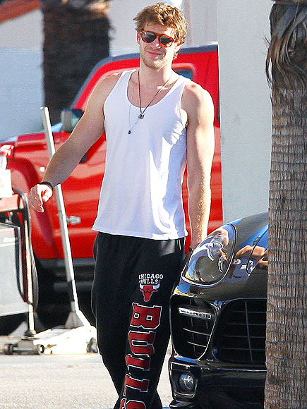 WHAT A GAS photo | Liam Hemsworth
