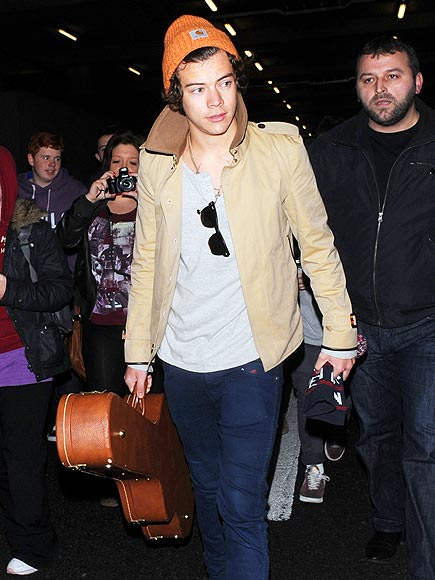 FLYING SOLO photo   Harry Styles