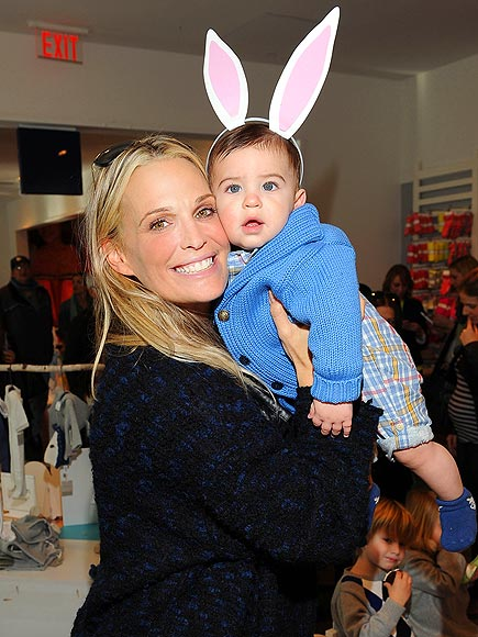 HOP TO IT photo | Molly Sims