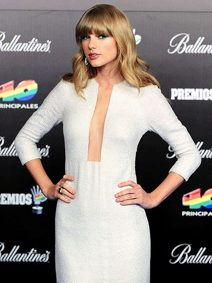 DOWN THE MIDDLE photo   Taylor Swift