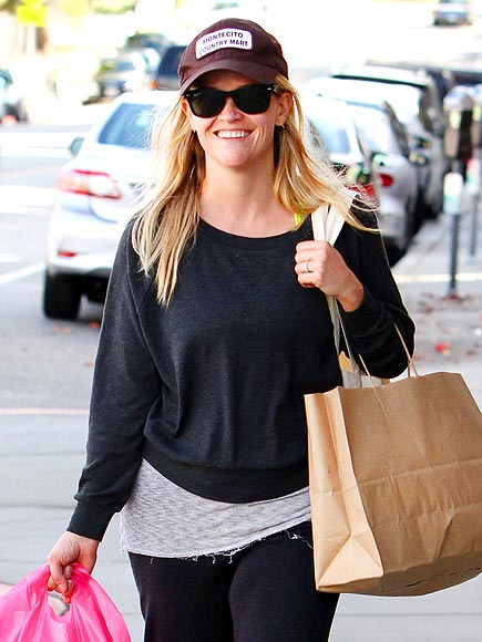 SHOPPER'S DELIGHT photo | Reese Witherspoon