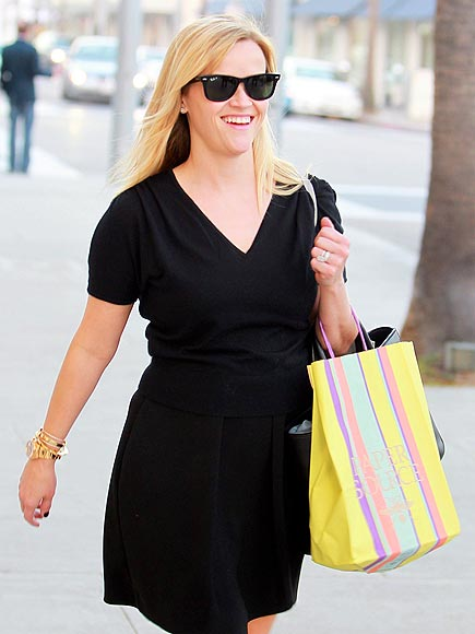BAG IN ACTION photo | Reese Witherspoon