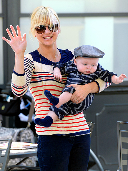 LUCKY STRIPES photo | Anna Faris