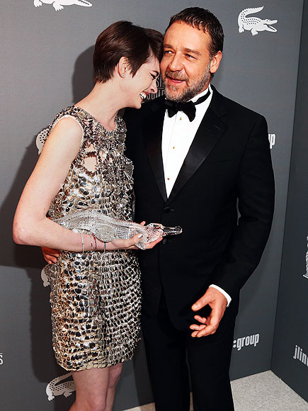 TROPHY LIFE photo | Anne Hathaway, Russell Crowe