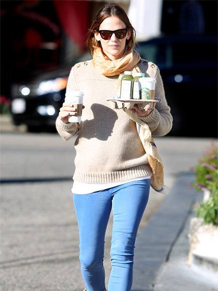COFFEE CLUTCH photo | Jennifer Garner
