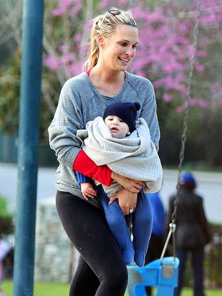 SWING OF THINGS photo   Molly Sims