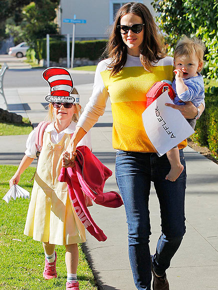 MAD HATTER photo | Jennifer Garner, Violet Affleck