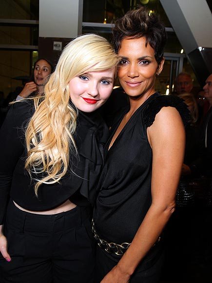 PHONING IT IN photo | Abigail Breslin, Halle Berry