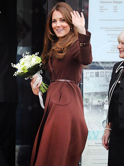 DOING THE WAVE  photo | Kate Middleton