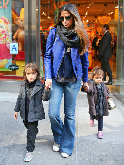 LEADER OF THE PACK photo | Camila Alves