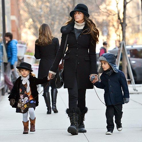 Камилла Макконахи с детьми
