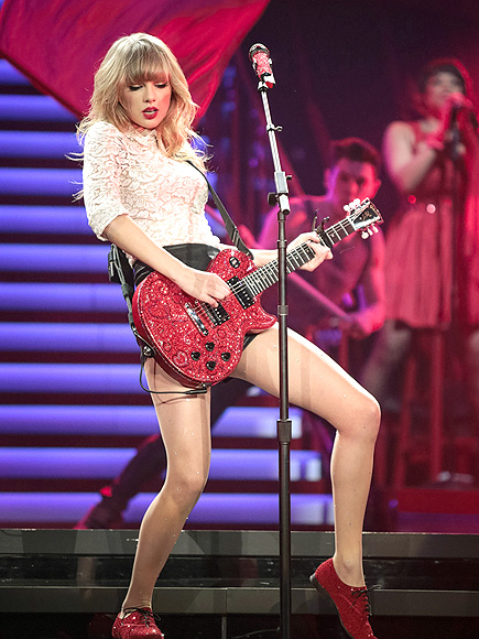 RED-Y TO ROCK photo   Taylor Swift