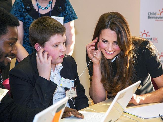 LISTEN CLOSE photo | Kate Middleton