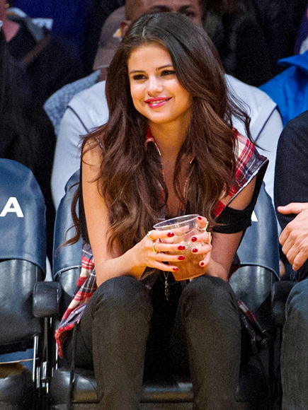 PRETTY CALM photo | Selena Gomez