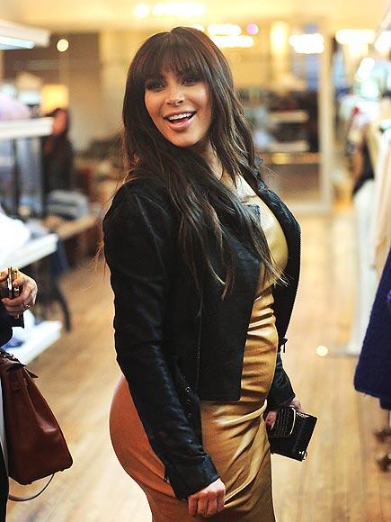 JUST LOOKING photo   Kim Kardashian
