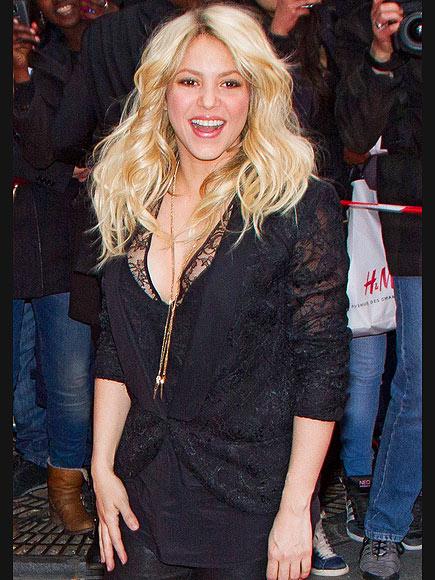 LETTER PERFECT photo | Shakira