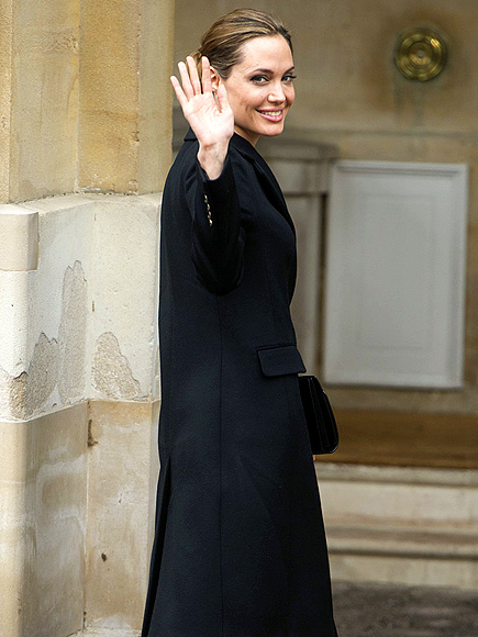 GOOD GREET photo | Angelina Jolie