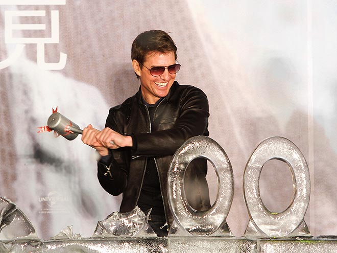 HAMMER TIME photo | Tom Cruise