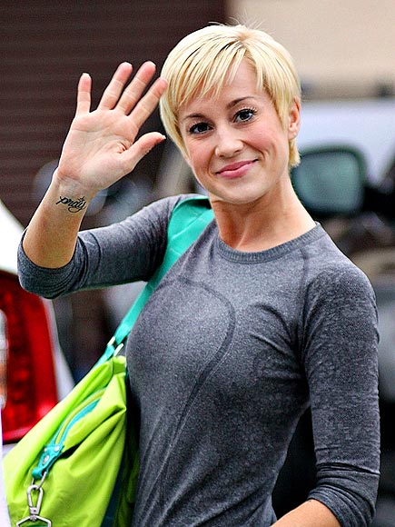 FRIENDLY MOVE photo | Kellie Pickler