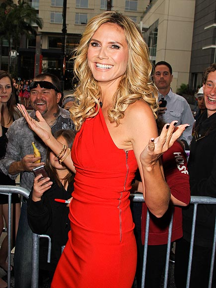 TIGHT SITUATION photo | Heidi Klum