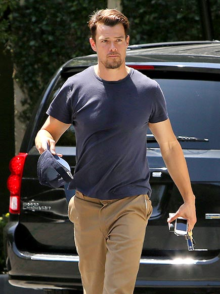 SHIRT TALES photo | Josh Duhamel