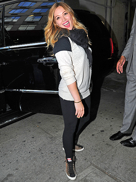 SIDE OUT photo   Hilary Duff