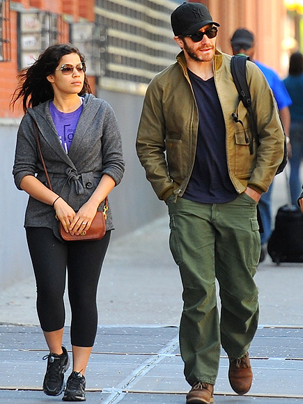&#39;WATCH&#39; YOUR STEP photo | America Ferrera, Jake Gyllenhaal
