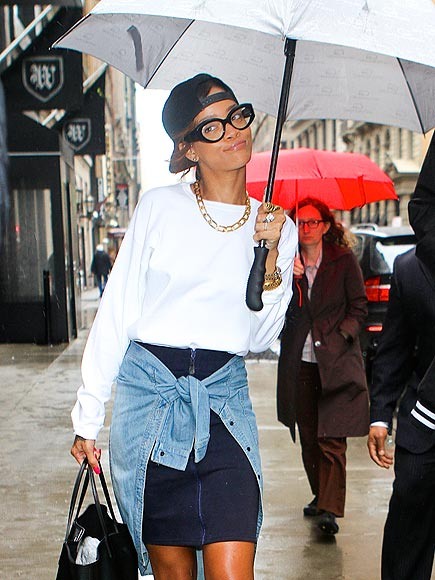 UNDER MY UMBRELLA photo | Rihanna