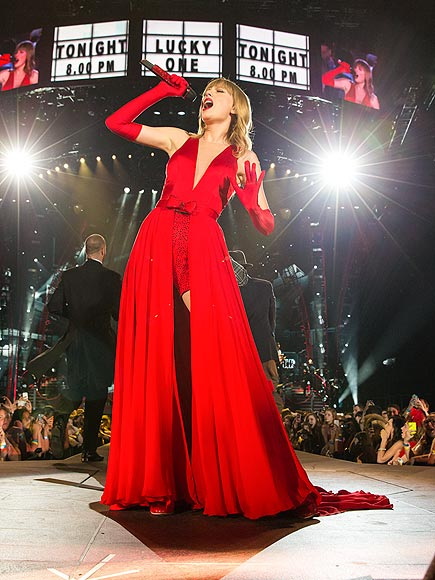 LADY IN RED photo | Taylor Swift