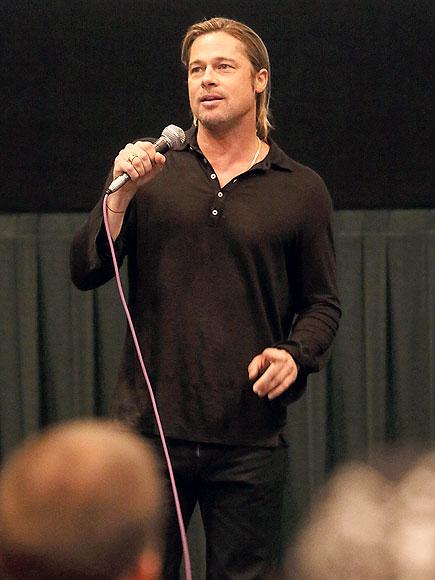 TOUCHING MOMENT photo | Brad Pitt