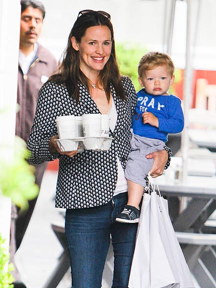 A FULL LOAD photo | Jennifer Garner
