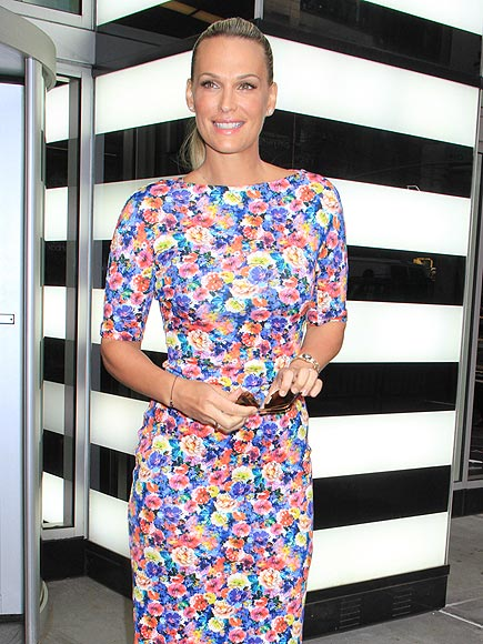 FLORAL FIXATION photo | Molly Sims