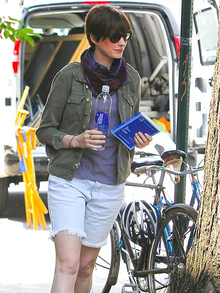 'ONE' FOR THE BOOKS photo | Anne Hathaway