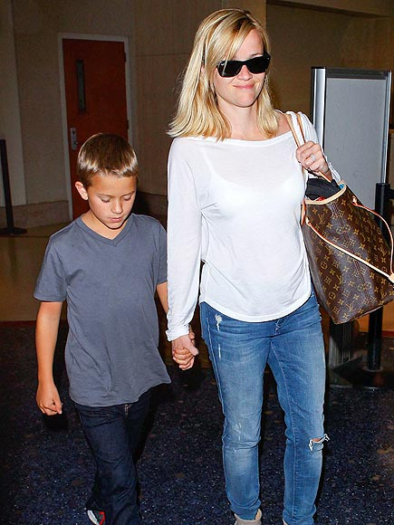 PLANE & SIMPLE photo | Reese Witherspoon