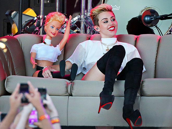 HOLLA FOR A DOLL-A photo | Miley Cyrus