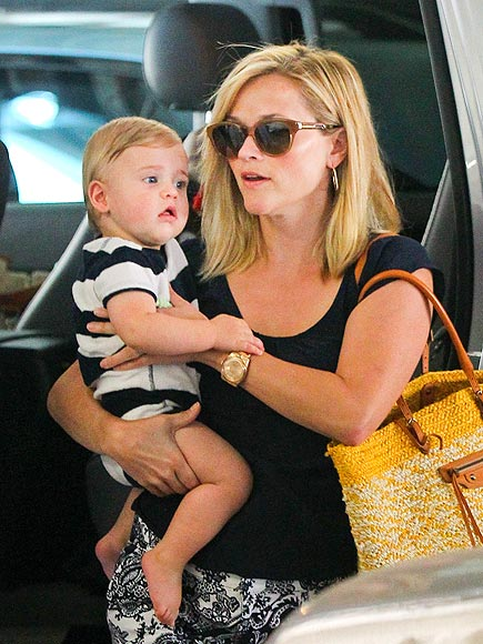 MOMMY & ME photo   Reese Witherspoon